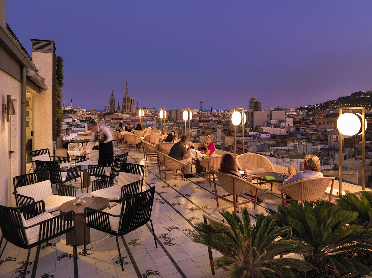 terraza-atik-al-atardecer-con-clientes_0005